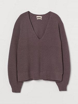 H&M Ribbstickad tröja i ull lila