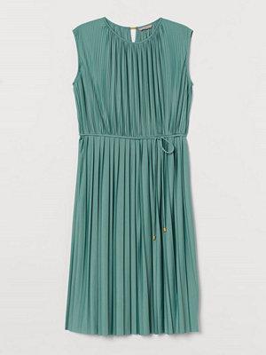 H&M H & M+ Plisserad klänning grön