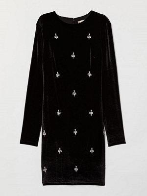 H&M Velourklänning med pärlor svart