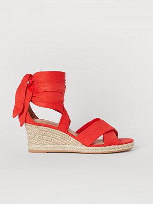 H&M Sandaletter med kilklack röd