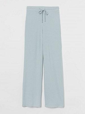 H&M ljusgrå byxor Ribbstickad byxa turkos