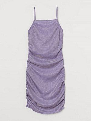 H&M Metallicskimrande klänning lila