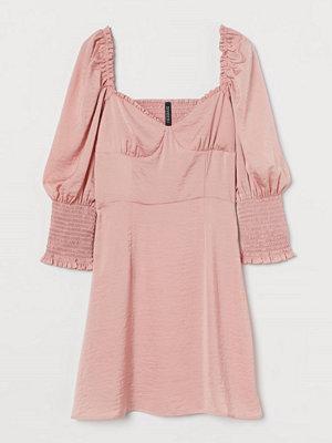 H&M Satinklänning med smock rosa