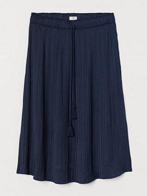 H&M Plisserad satinkjol blå