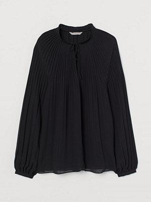 H&M Plisserad chiffongblus svart