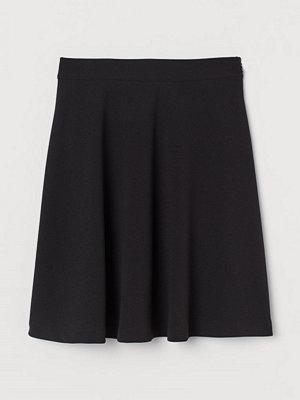 H&M Klockad kjol svart