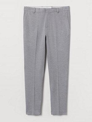 H&M Kostymbyxa i trikå Slim Fit grå