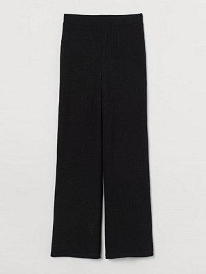 H&M svarta byxor Ribbad byxa svart
