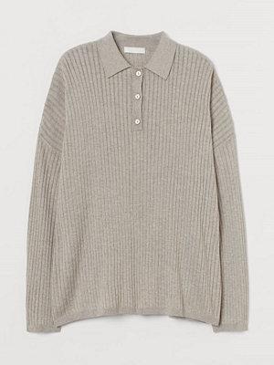 H&M Ribbstickad tröja med krage beige
