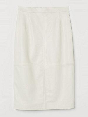 H&M Kjol i läderimitation vit