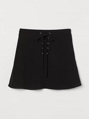 H&M Crêppad kjol svart