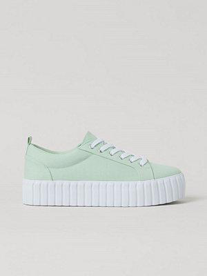 H&M Låga sneakers i canvas grön