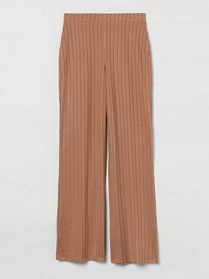 H&M omönstrade byxor Bredribbad byxa beige
