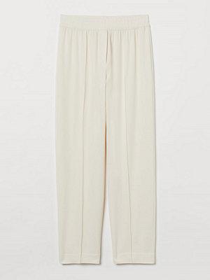 H&M vita byxor Dressad byxa beige