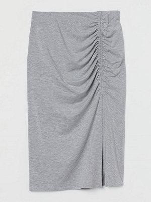 H&M Trikåkjol med rynk grå