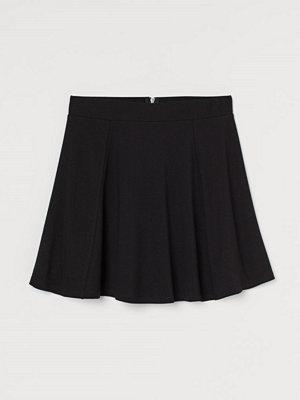 H&M Klockad trikåkjol svart