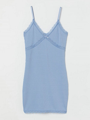 H&M Ribbad klänning med spets blå