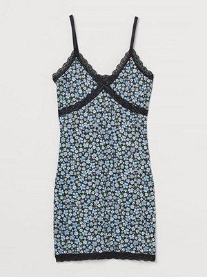 H&M Ribbad klänning med spets svart