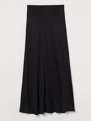 H&M Lång kjol i silkesmix svart