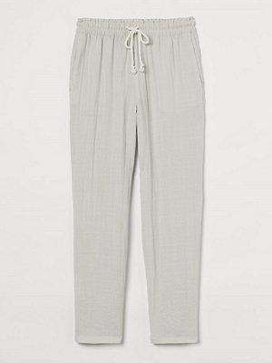 H&M ljusgrå byxor Pull on-byxa i viskosmix beige