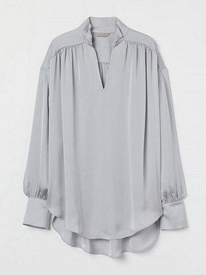 H&M Vid satinblus grå