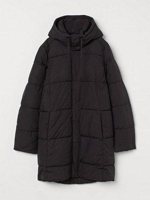 H&M Vadderad kappa med huva svart