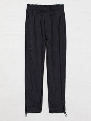 H&M byxor Byxa med dragskor svart