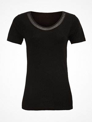 Femilet Juliana T-shirt Black