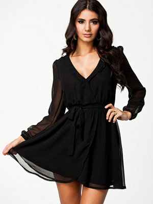 NLY Trend Wrapped Dress Svart