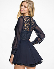 Klänningar - Ax Paris Lace Full SLeeve Skater Dress