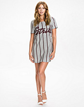 Klänningar - NLY Trend Baseball Jersey Dress