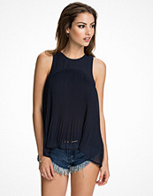 NLY Trend Girl About Town Top