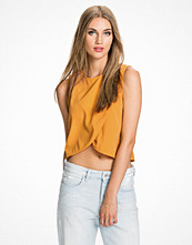 NLY Trend Overlayered Top