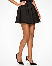 NLY Trend Flirty Skirt Svart