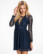 NLY Trend Lace Tied Shift Dress