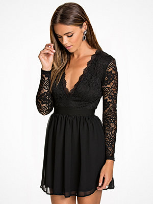 NLY Trend Scalloped Lace Prom Dress Svart