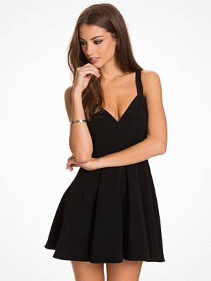 NLY One Sweetheart Neckline Skater Dress Svart