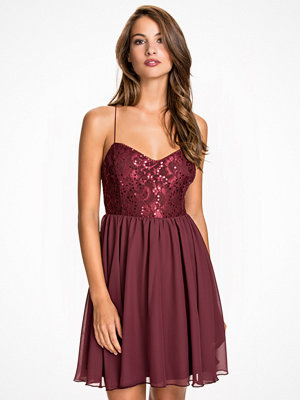 NLY One Shimmery Flare Dress Burgundy
