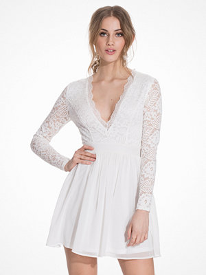 NLY Trend Scalloped Lace Prom Dress
