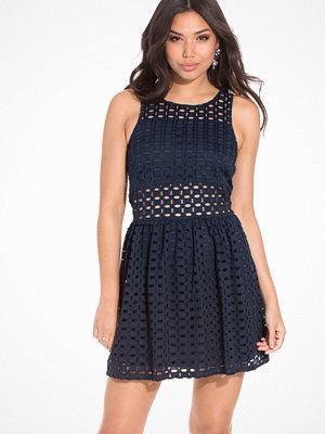 Vero Moda Vmzala Crochet S/L Short Dress DR4 Blå