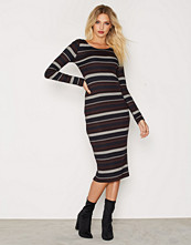 Only onlNEW BROOKS L/S CALF DRESS ESS
