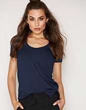 By Malene Birger Felicitas T-Shirt