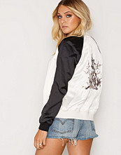 New Look Embroidered Back Contrast Sleeve Bomber Jacket