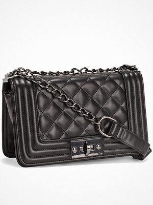NLY Accessories Chain Crossover Bag Svart/Silver axelväska