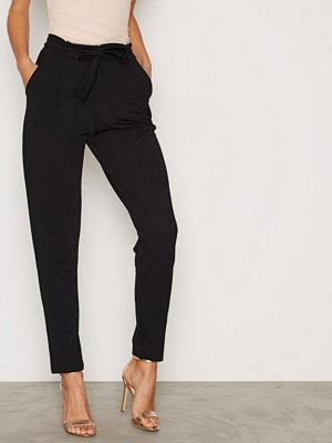 NLY Trend svarta byxor Dressed Tie Pants Svart