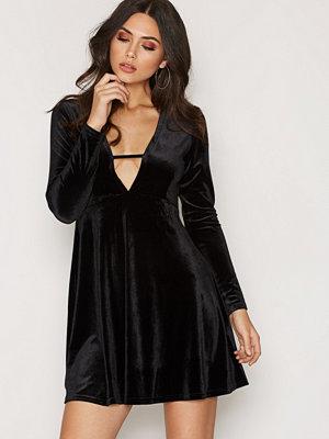 Glamorous Long Sleeve Velvet Dress Svart