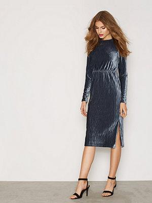 Glamorous Midi Velvet Dress