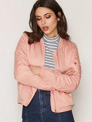 Calvin Klein Jeans persikofärgad bomberjacka Orla Sateen Bomber Mellow Rose