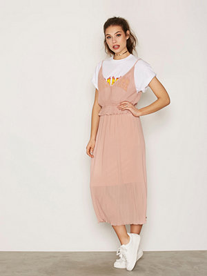 NLY Trend Pleated Strap Dress Rosa