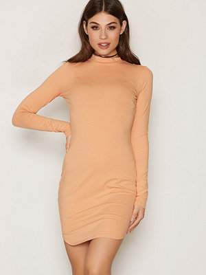 NLY Trend Off Duty Dress Warm Sand